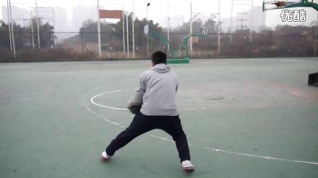 《91篮球教学》7 课   AI艾佛森 艾弗森 式右脚中枢脚强力突破