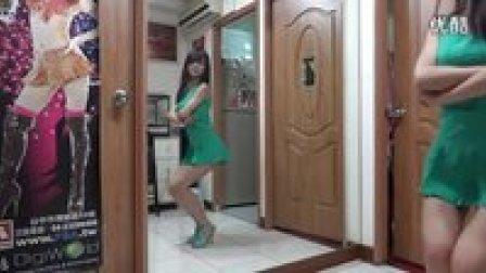 台湾美女房内热舞-Sistar-alone  清新短裙