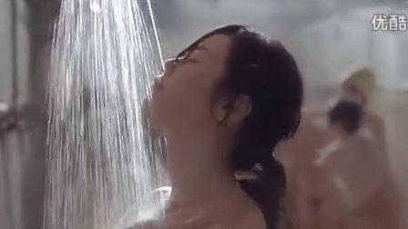 纺织姑娘女浴室众女洗澡镜头片段