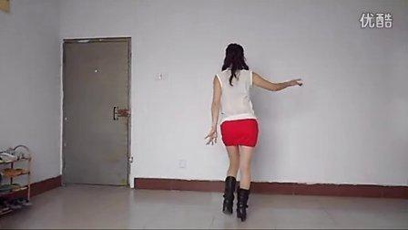 点击观看《玲珑广场舞 今夜舞起来 在家自拍的!》