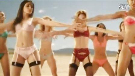 爆笑无节操视频秀36.美女沙漠上穿情趣内衣热舞