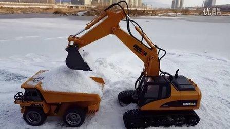 挖掘机工程车冰上赛跑比赛 挖掘机玩具施工装车 挖土机工作超长视频