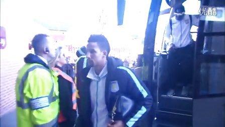 幕后花絮:战曼城赛前双方球员抵达球场