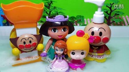 猪猪侠 朵拉芭比娃娃苏菲亚一起洗澡视频 -面包超人 猪猪侠 朵拉芭图片