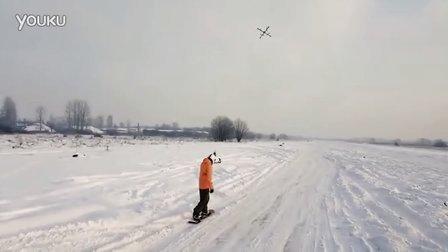 四旋翼拉人滑雪