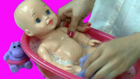 娃娃洗澡过家家 08视频图片
