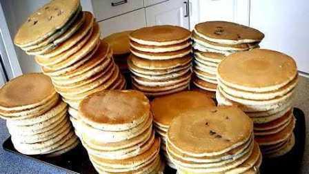 大胃王!牛人8分钟吃下113个卷饼创新世界纪录