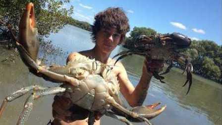 好吃到爆!野外抓超大螃蟹现场烹制!