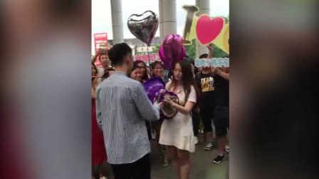 实拍广州男生摆999个柚子向师姐表白被拒