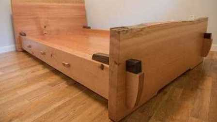 有心老爸给自己的儿子打造的木床