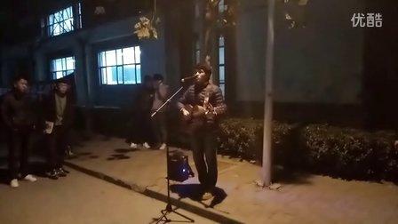 赵雷《少年锦时》校园吉他弹唱 卖唱