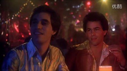 周末狂熱夜最精彩的片段! 年輕帥氣的約翰特拉沃爾塔! 比吉斯 你應該跳舞!