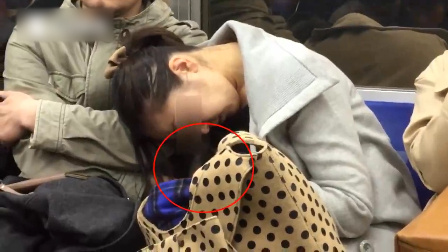 女子在东京电车当众灌肠小便体罚的女生图片