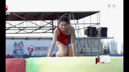 超短裙啦啦队美女赛场闯关挑战, 一展轻快脚步高