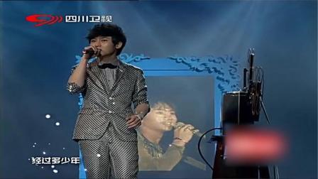 李炜演唱《光辉岁月》致敬黄家驹,声音好好听相关的图片