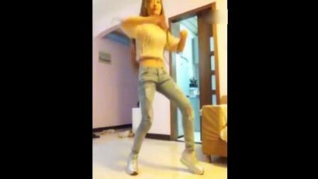身材超好妹子紧身牛仔裤自拍热舞