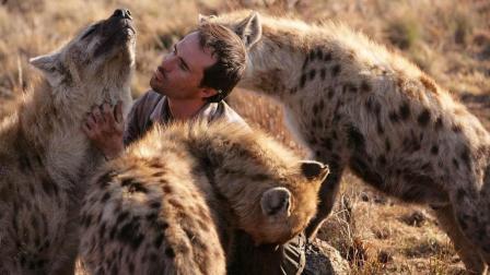 南非男子研究动物语言近 能与狮子、虎、鬣狗无障碍交流!