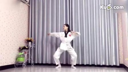 青青世界广场舞_女孩自卫搏击操《功夫熊猫》, 好可爱的妹子