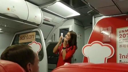 还有这种操作?航班延误,空姐唱歌安抚机上乘客!人美声甜~