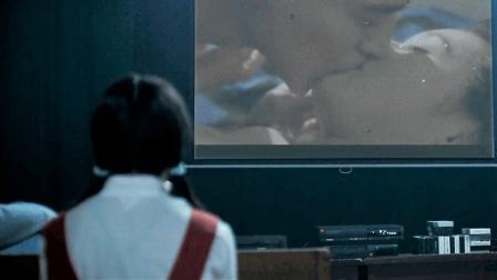 少女好奇偷偷跑進錄像廳, 看了蜜桃成熟后竟哭了!