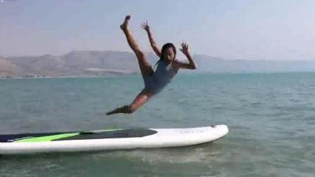 美女玩水上运动的那些搞笑瞬间