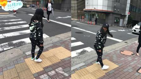 王詩齡假期最后一天街邊開心玩耍 身穿黑色系衣服超顯瘦
