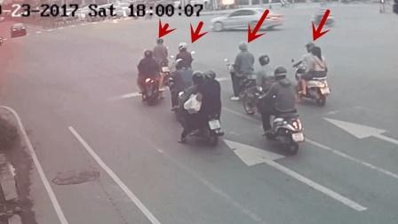 10多辆摩托车都在等信号, 有人非要先走一步, 3秒后飞去天堂!
