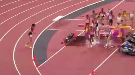 黑人运动员是来搞笑的吗? 跑着跑着自己都蒙圈了