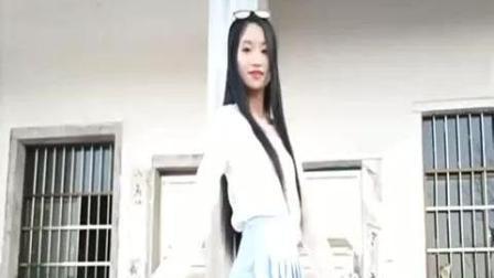 农村美女纯白搭配美丽优雅, 清纯可人