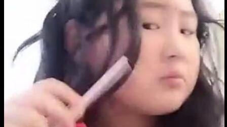 一个小学生的化妆术, 这视频真的是辣眼睛!