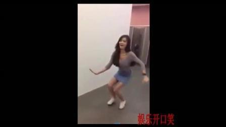 搞笑的泰国美女, 厕所舞蹈