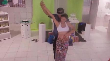 孕妈挺大肚和丈夫激情热舞, 劲爆舞姿让人看了目