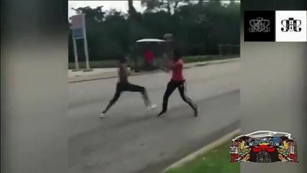 俩美女在街头打架斗殴, 重点是却害了别的两家人