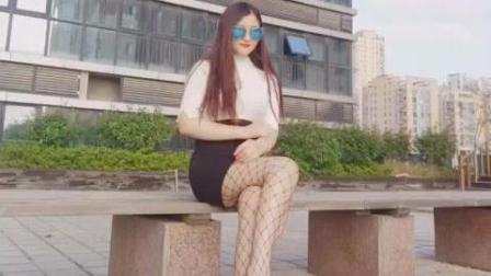 披肩长发搭配包臀黑丝袜, 美女穿搭时尚气质
