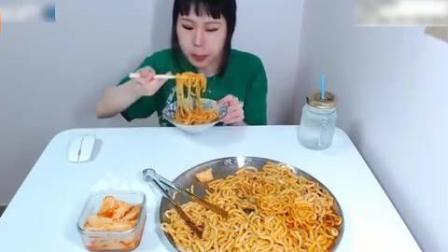 韩国大胃王美女一顿饭吃四人份的乌冬面, 妹子你