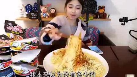 美女大胃王3份53秒吃完10桶火鸡面, 吃完还吃了一