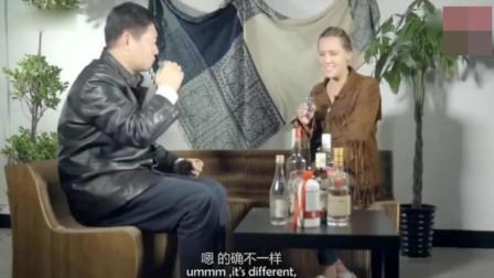 外国美女挑战中国白酒, 一口闷下去整个人都不好