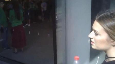 【搞笑自拍】实拍北京小哥街头搭讪意大利美女