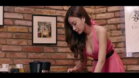 搞笑视频: 屌丝男调戏好身材女同事, 美女却这样