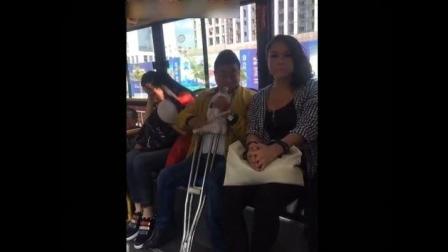 美女坐公交, 太搞笑了, 笑死了