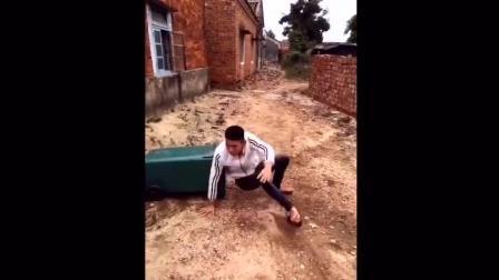 农村美女拍的搞笑逗比视频, 笑一笑十年少!