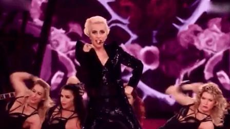 Lady GaGa在维密舞台, 开场大秀, 歌声舞蹈超赞