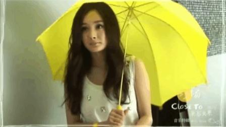 杨幂拍摄MV, 结果打了一个喷嚏, 把自己逗乐了