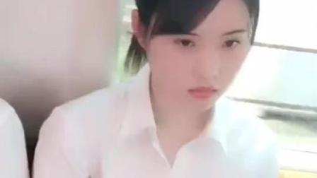 日本电车中的美女, 看着好清纯啊啊