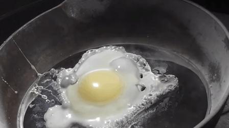 老外将水银放铁锅还不断加热然后煎鸡蛋? 这饭做给谁吃的?