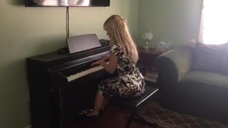 听说晴天, 美女和钢琴更配哦!