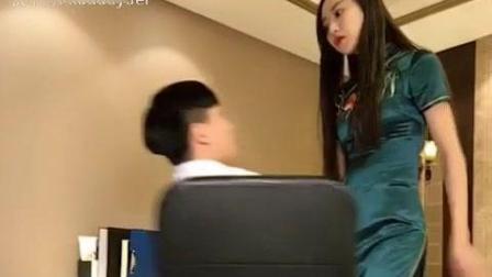 搞笑: 长腿美女有健忘症, 医生被吓坏了