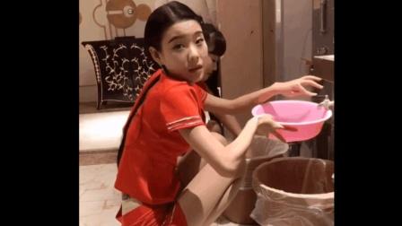 洗脚城工作的清纯妹子, 每天穿着丝袜高跟工作