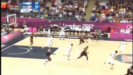 篮球史上最搞笑的进球就这么发生了, 真是一家欢