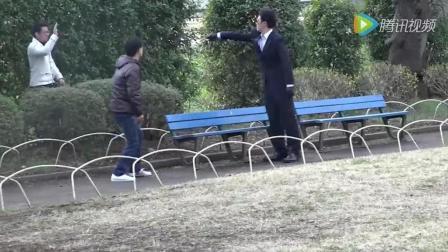 欠揍小伙! 街头恶搞镜头集锦!